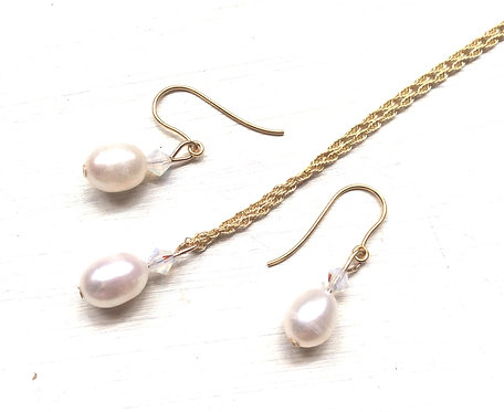 Gold pearl jewellery set