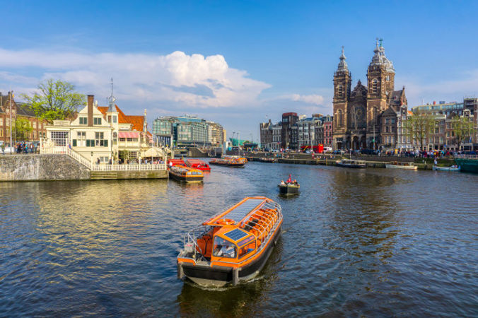 channel-amsterdam-netherlands-houses-riv