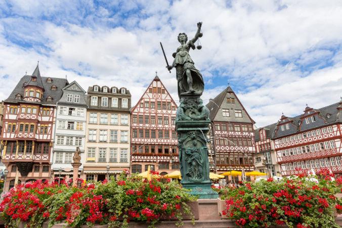 frankfurt-old-town_63253-211.jpg