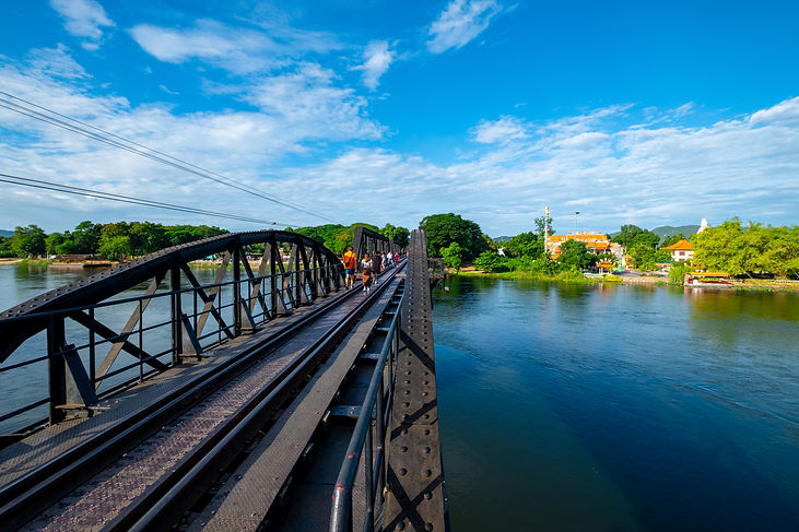 railway-bridge-cross-river-kanchanaburi-