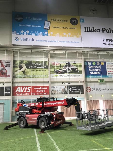 Seipark Oy:n mainoslakana on niinikään 6m x 12m