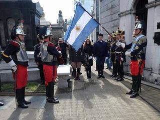 LA BANDERA NACIONAL NUNCA DEBE INCLINARSE ANTE NADIE NI ANTE NADA