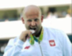 Piotr Małachowski oddaje swój medal na leczenie chorego Olka