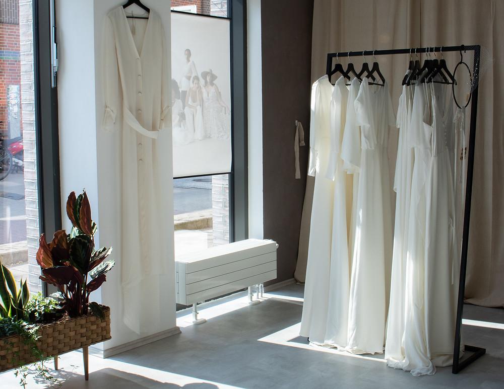 Mache aus deinem Outfit etwas ganz Besonderes und finde zu deinem Brautkleid auch die passendes Accessoires bei uns!