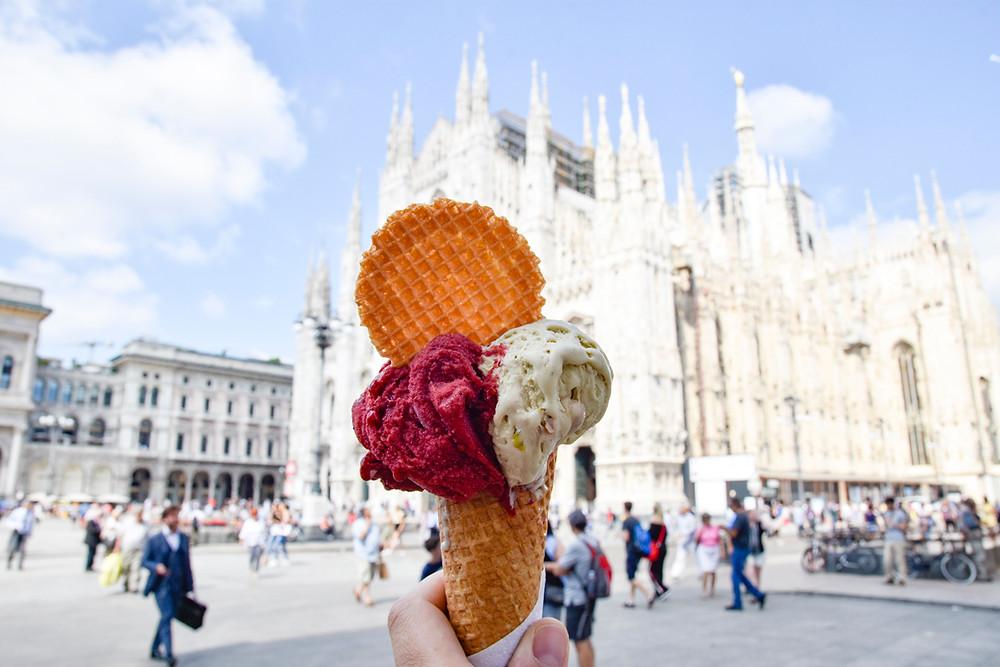 Een ijsje op Piazza Duomo in Milaan smaakt extra lekker