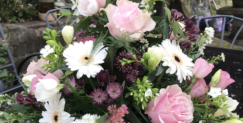 Medium Gift basket of Seasonal blooms