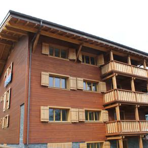 Immeuble à Gryon, du mélèze teinté rustique