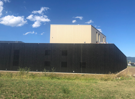 Bâtiment industriel, Delémont - Le noir sort de terre