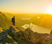 Interlaken Photo Tour guide watch sunset over Lake Brienz