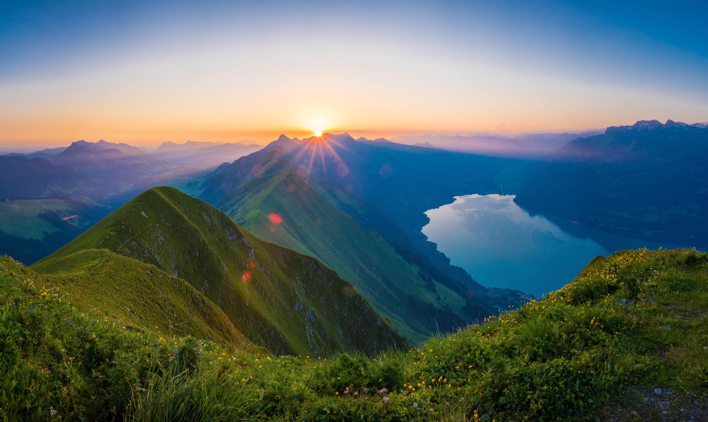 Hardergrat-Sunnrise-Lake-Brienz-Interlaken