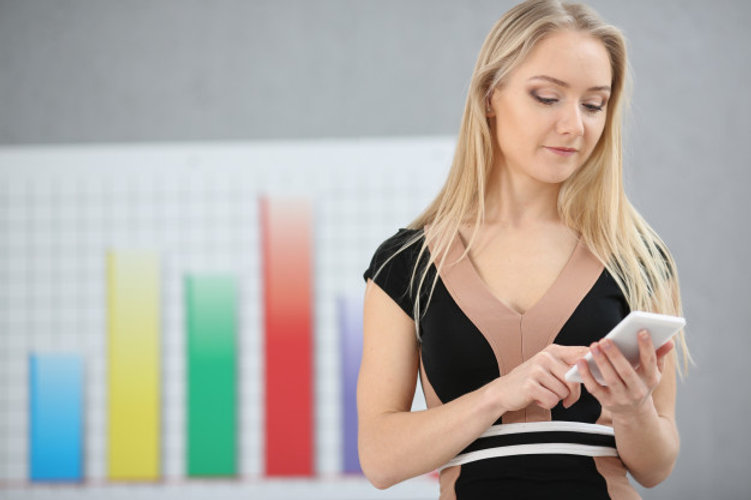 blond-business-woman-uses-mobile-offer-t