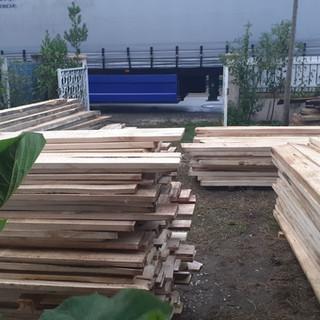 Stock avivé et plots en Paulownia