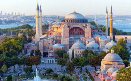 Turquia. A Basílica de Santa Sofia torna-se mesquita