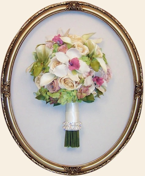 # 33 - 16x20 Champaign Oval Frame