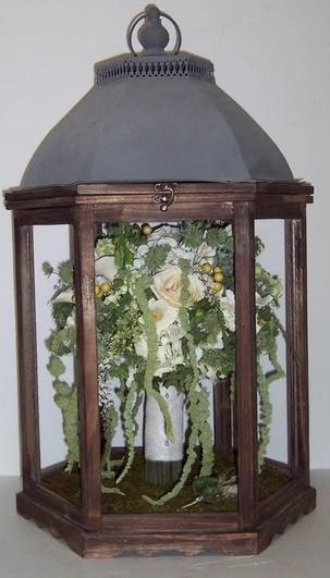 # 35 - Lantern - with Bouquet