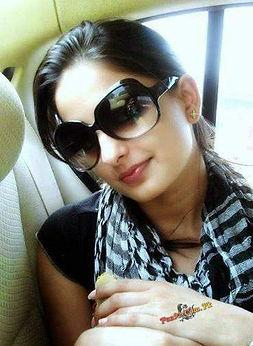 Nida-Kamal-Latest-Pakistani-Girl-Mobile-