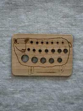 Nadelmass aus Holz