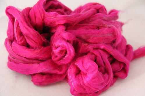 Sari Seide im Band Pink