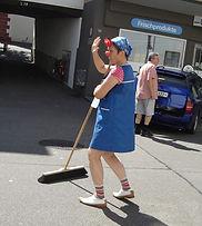 Clown-regelt-Verkehr (2).jpg