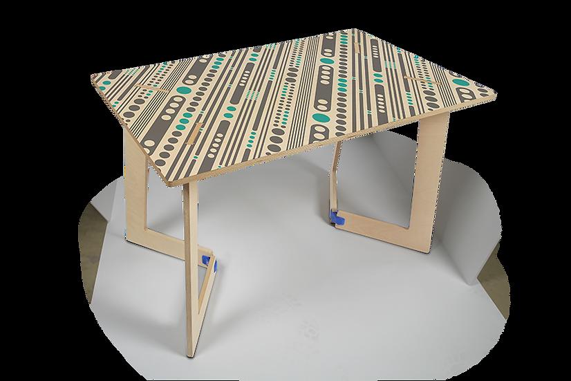 """שולחן עץ מודפס - דגם קאריה אלכסונים כחול 118/74 ס""""מ"""
