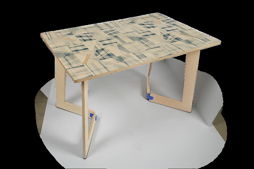 """שולחן עץ מודפס - דגם קאריה גיאומטרי כחול 118/74 ס""""מ"""