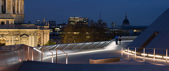 One New Change Roof Terrace illuminated handrail Ligthing insta UK | E4P