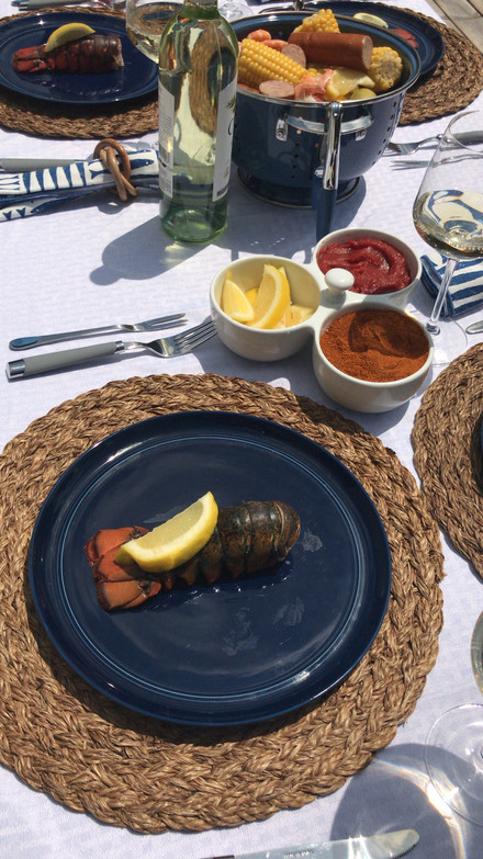 Tips for Hosting a Chic Seafood Summer Soiree