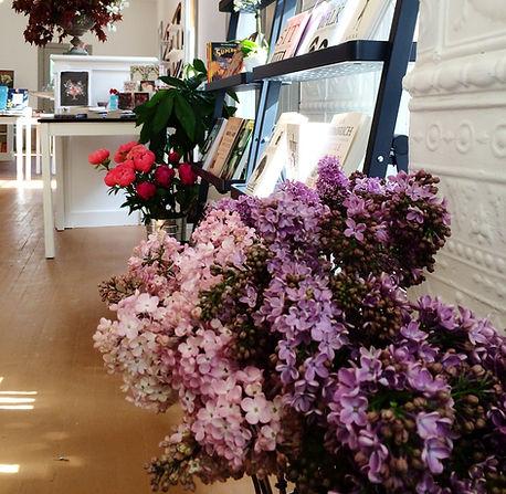 floral arrangements bookstore florist Rosendale, NY