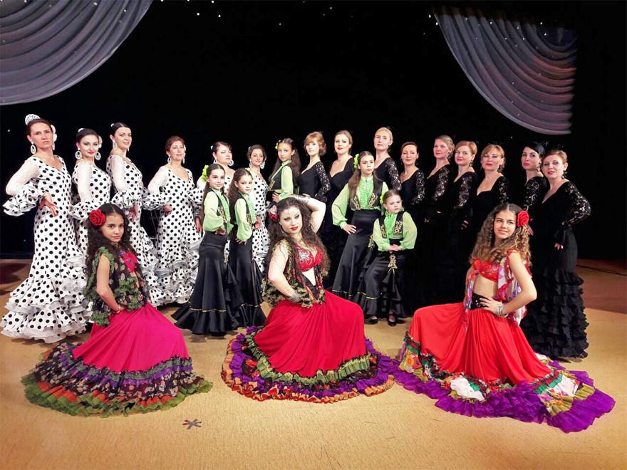 """Совместное фото школы """"La pasion flamenca"""" и ансамбля """"Ромалэ"""""""