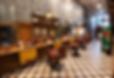 espaço da barbearia cantinho barba cafe, cadeiras ferrantes, espaço para audições de vinis, loja com souvenir, e também bebidas a desposição
