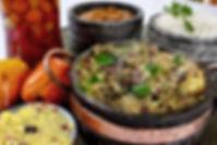 baião, pirão de panelada, farofa de ovos com bacon, arroz.