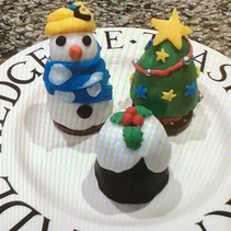 'Naughty but Nice' Snowmen