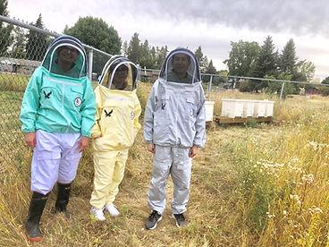 Walke lab 2018 in bee suits.jpeg