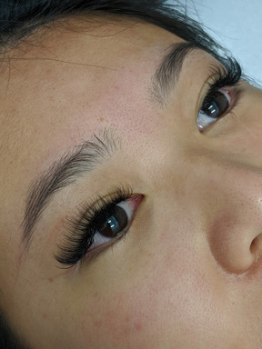 chinese girl with hybrid lash extensions