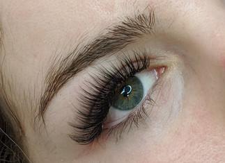 Hybrid eyelash extension at beyondlashes