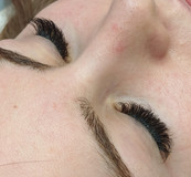 Hybrid lash extension with eyes closed.j
