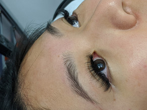 Hybrid lash extensions on asian girls at