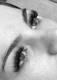 Hybrid lash extensions in black and whit