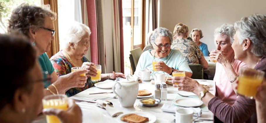 Seniors-Eating-iStock-649145244-1176x720