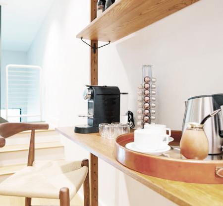 Costas Kitchen 2.jpg