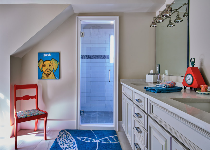Colorful Kid's bathroom