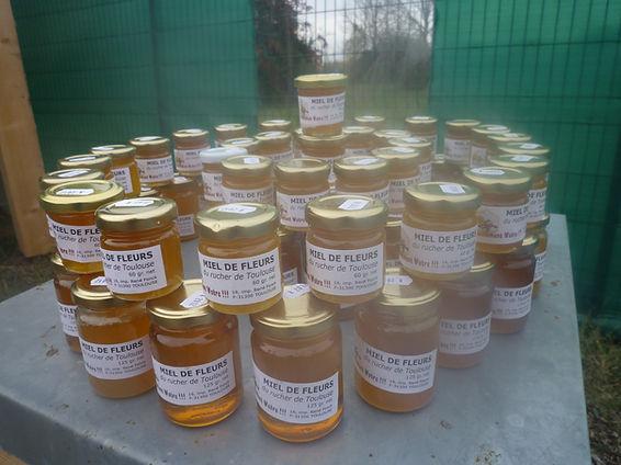 Pots de miel de fleur de l'association Abeillement Vôtre