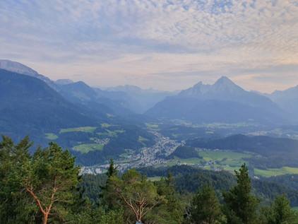Kneifelspitze mit Ausblick auf den Watzmann