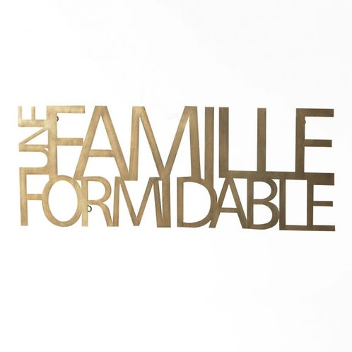 UNE FAMILLE FORMIDABLE METAL