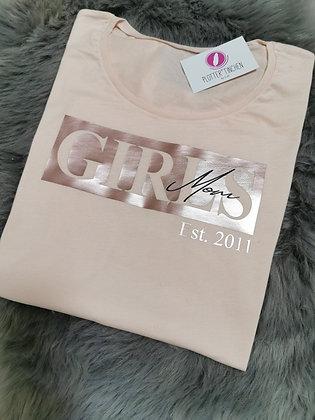 Girls Mom T-Shirt in Pastell Pfirsich mit Wunsch Est.