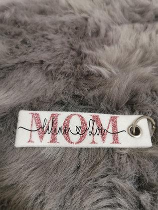 Schlüsselanhänger wollweiß mit MOM,MAMA,OMA, LOVE, und TANTE + Wunschname/n