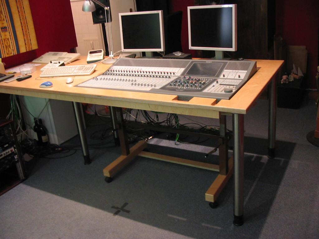 Tisch in Tonstudio