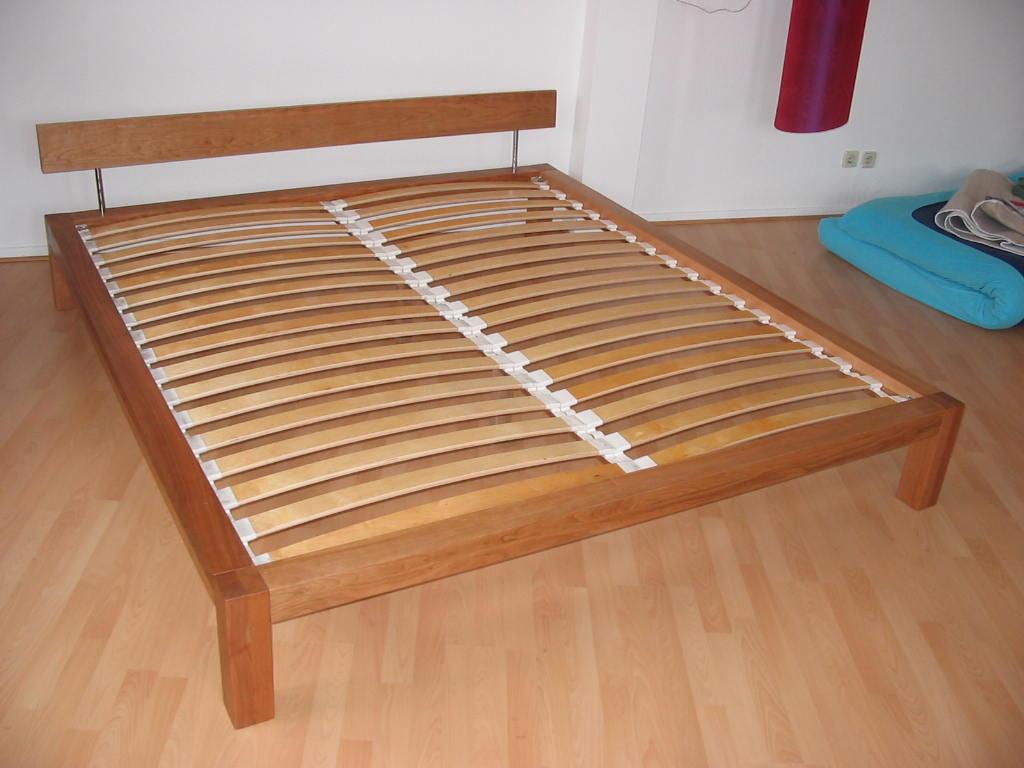 Bett in Kirsche