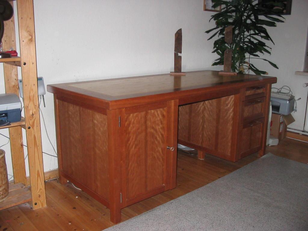 Schreibtisch in Kirsche