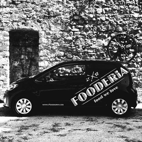 Fooderia®_Lieferservice_CarBlack&White.J